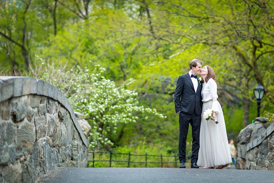 Gapstow Bridge Wedding | Winter Central Park Elopement at
